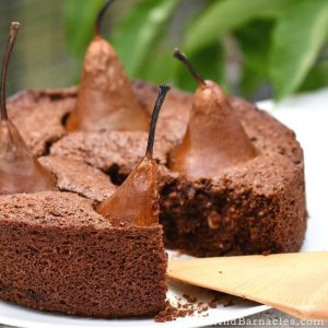 Rustic and delicious almond, pear and chocolate cake. Simple recipe ready in 1 hour